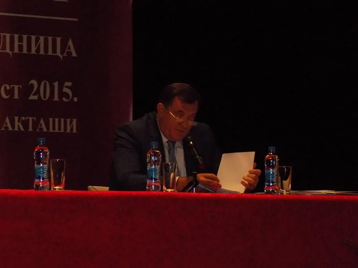ЛАКТАШИ, 29. АВГУСТА /СРНА/ - Лидер СНСД-а Милорад Додик на сједници Главног одбора СНСД-а, на којој ће бити одржани избори из статутарне надлежности овог одбора.