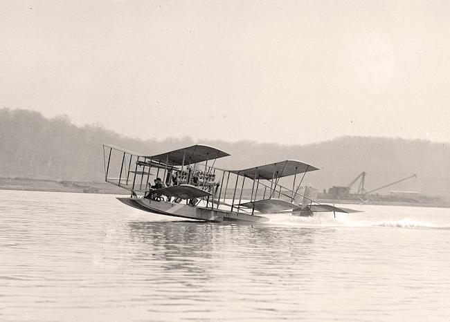 Stari hidro avion