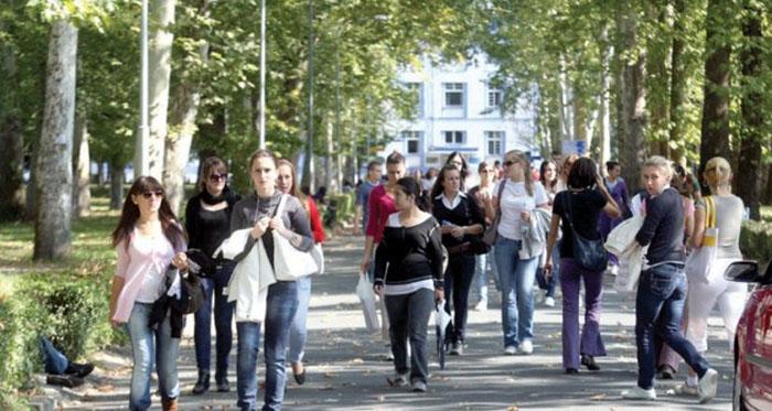 Studenti u RS: Smanjite naknade za obnovu godine ili izlazimo na ulice!
