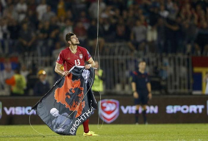zastava-dron-utakmica-srbija-albanija-foto-rojters-1413361463-581309