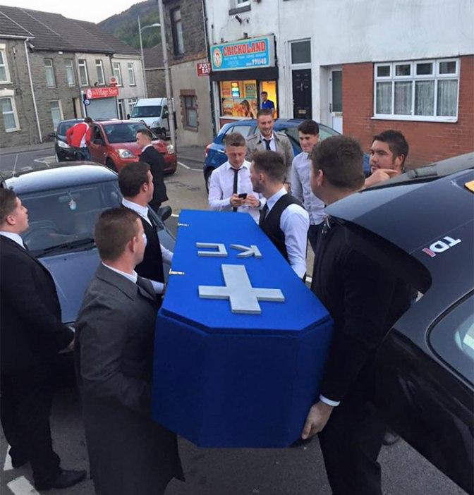 Lazna sahrana