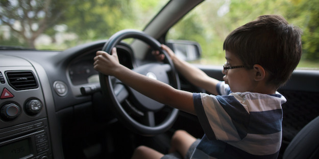 dijete za volanom