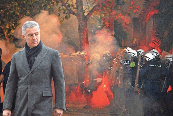 Milo Djukanovic protesti suzavac