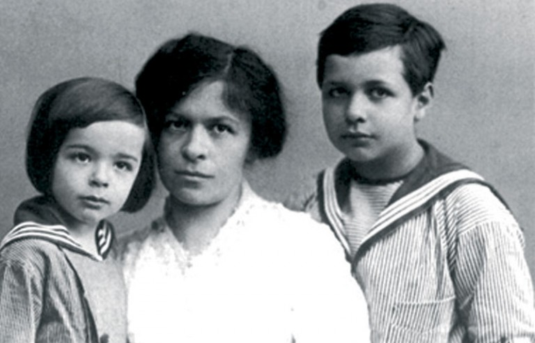 Mileva sa sinovima