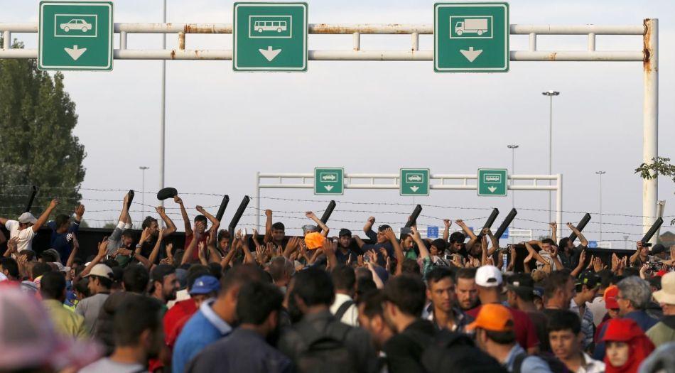 Mesto: Horgoš Datum: 15.09.2015 Dogadjaj: EVROSERVIS/POLITIKA - protest izbeglica na zatvorenom železnièkom graniènom prelazu izmeðu Srbije i Maðarske kod Horgoša Licnosti: