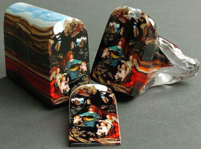 Umjetničko djelo. Svaka boja je položena na način da tvori sliku. Svaki komad je prodan za 5000 dolara.