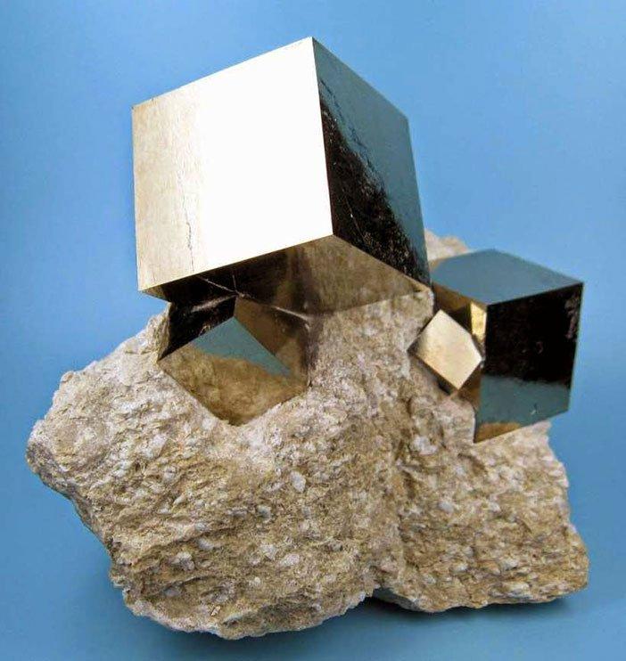 savrsene kocke pirita koje je formirala majka priroda