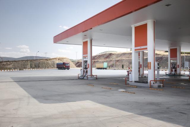 zena benzinska pumpa