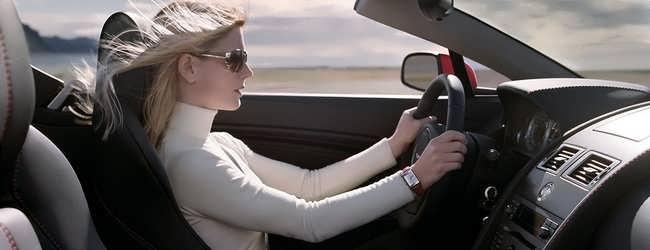 zena vozi