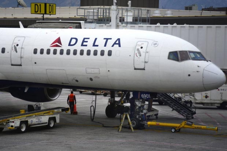 avion tuce stjuardese