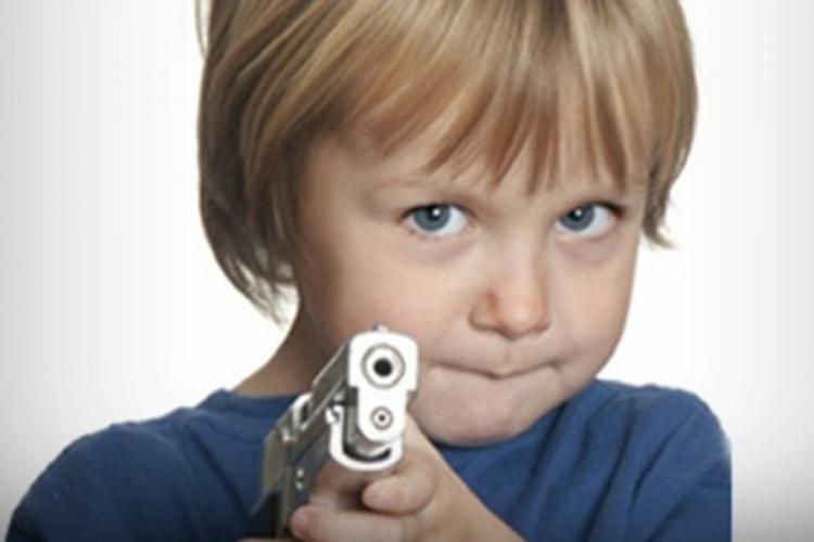 dijete pistolj