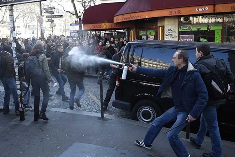 (VIDEO) Sukob studenata sa policijom na ulicama francuskih gradova  Banjaluk...