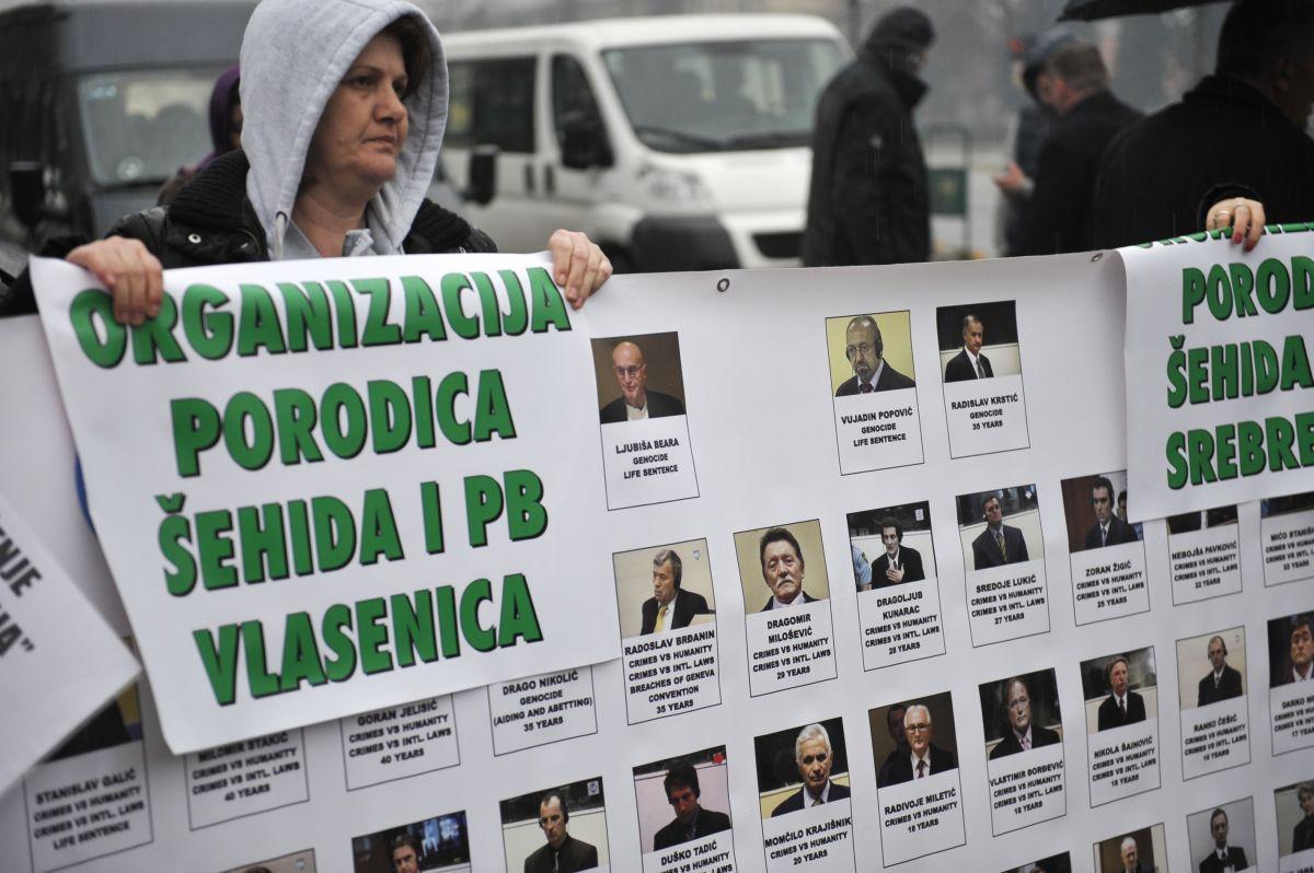 Članovi Udruženja žrtava i svjedoka genocida krenuli u Hag: Historijska presuda za cijeli Balkan, očekujemo najstrožiju kaznu za Karadžića