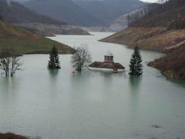 manastir pod vodom