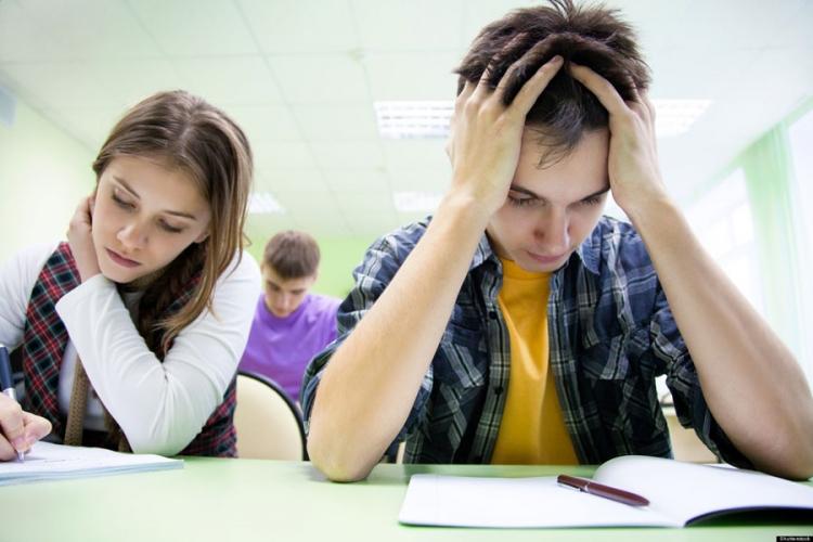 Osnovci prepravljali ocjene u dnevniku