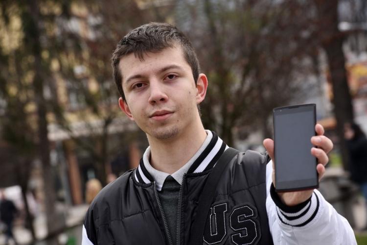 rados budisa smartphone