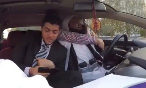 (VIDEO) Skrivena kamera: Taksista kao samoubica na zadatku