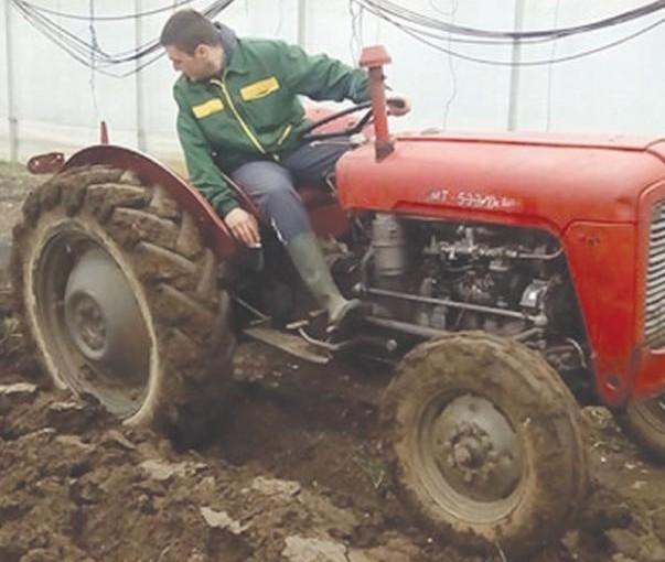 Poljoprivredna škola za novu proizvodnju: Učenici prave 20 plastenika