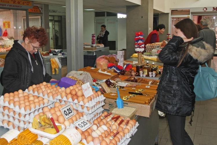 Banjaluka: Na tržnici brojni kupci pazare za vaskršnju trpezu