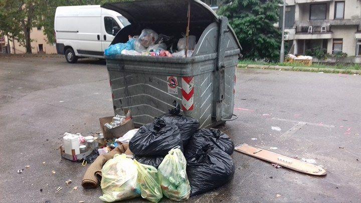 kontejneri na trotoarima3