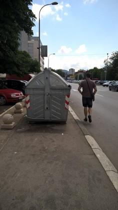 kontejneri na trotoarima7