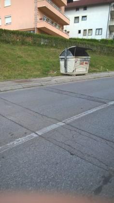 kontejneri na trotoarima9