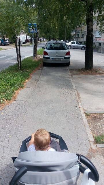 parking trotoar 1
