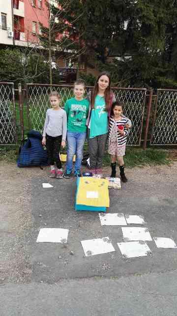 djeca sakupljaju novac za sofiju