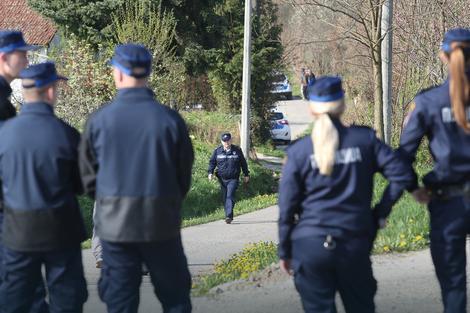 policija na delozaciji