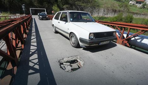 rupe u asfaltu