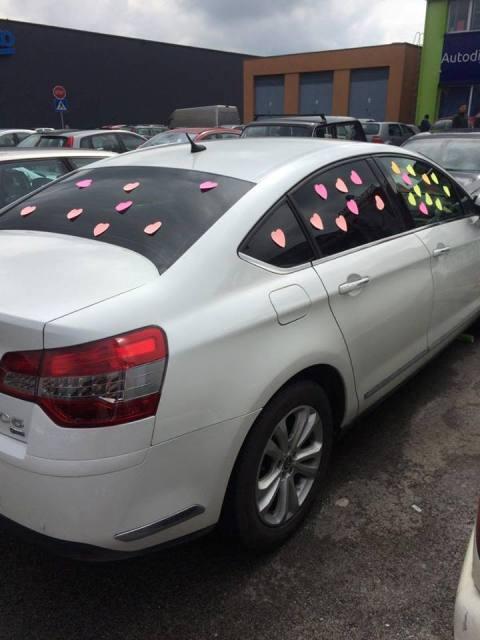 stikeri na automobilu