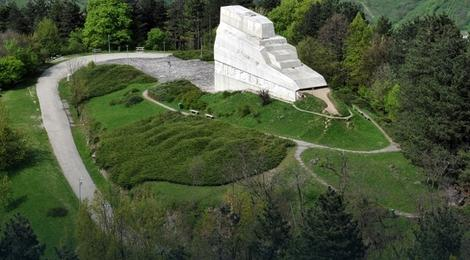 Banj brdo spomenik