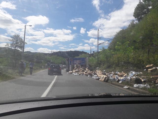 Put Čelinac- Banjaluka: Prevrnuo se šleper