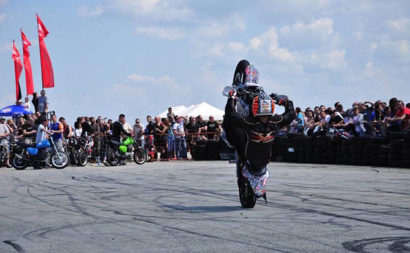 (VIDEO) Nevjerovatne akrobacije: Banjalučanin još jednom oduševio svojim umijećem na motoru!