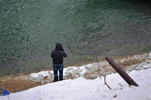 U ribolov na Vrbas uprkos snijegu