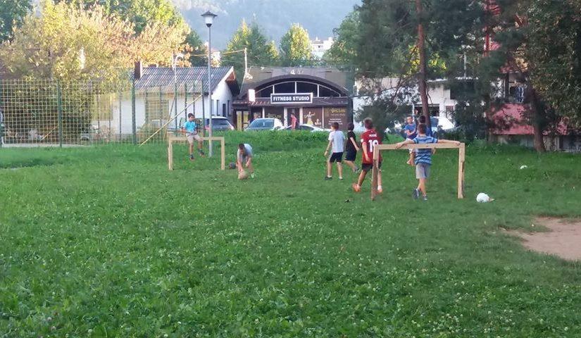 KAO NEKADA Lopta, livada i drveni golovi dovoljni za dječiju igru i radost