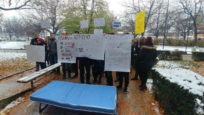 DVA PAVILJONA JOŠ UVIJEK NEUSELJIVA Studenti najavili protest ukoliko im se ne ispune zahtjevi