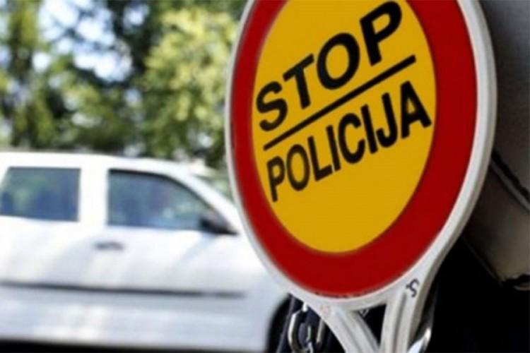 KAZNE OD 400 KM DO 1000 KM: Bez položenog vozačkog za volanom uhvaćena 1.701 osoba