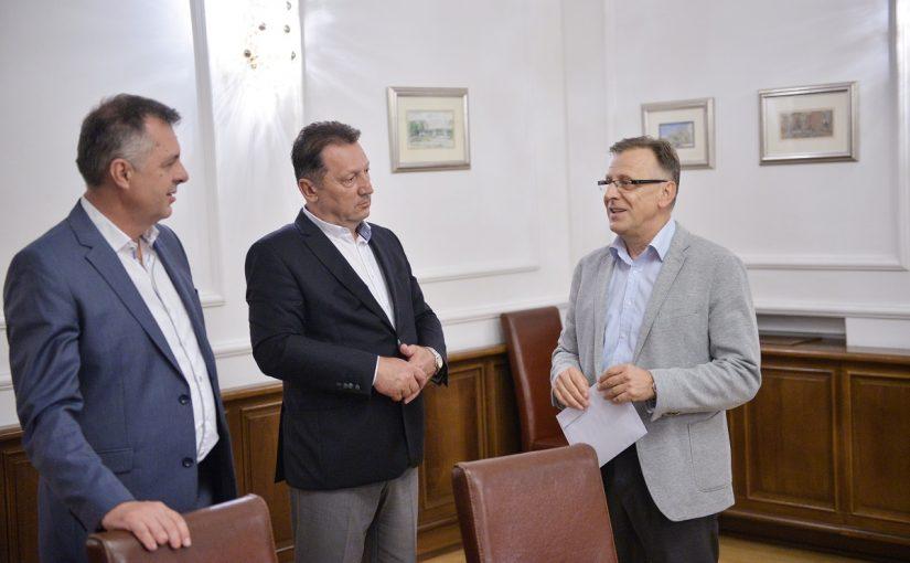 ADEKVATNA OBUKA Za opremanje sedam kabineta praktične nastave 200.000 KM