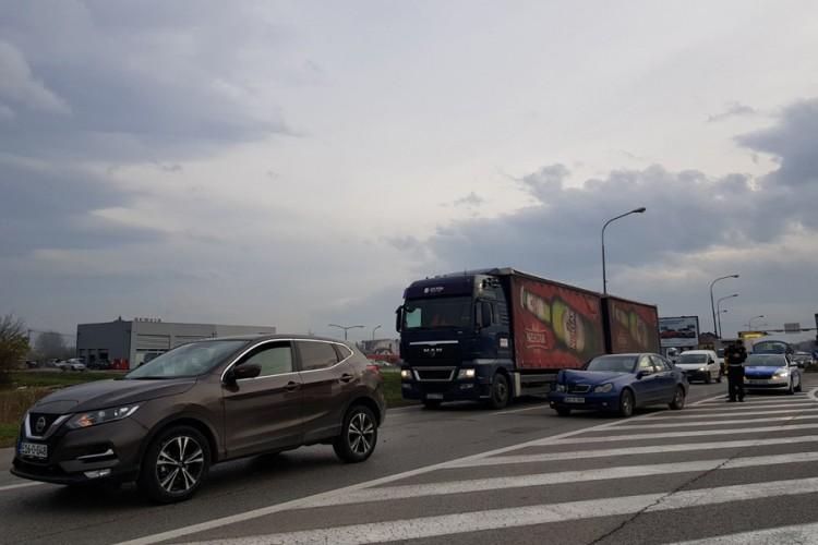 USPOREN SAOBRAĆAJ NA ZAPADNOM TRANZITU: Sudar dva automobila u Banjaluci
