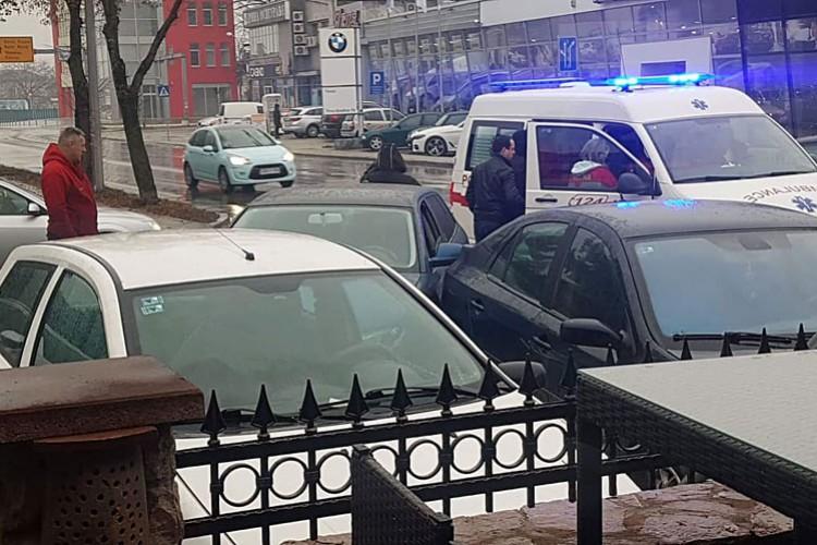 Vozaču pozlilo, pa udario u dva automobila