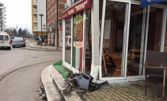 IDENTIFIKOVAN VOZAČ: Vozilom udario u izlog picerije, pa pobjegao
