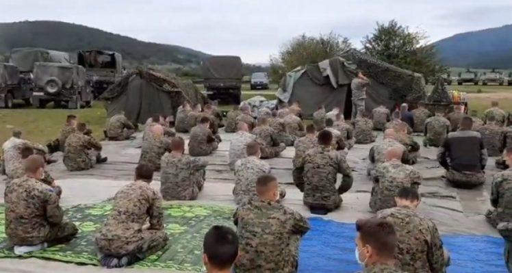 TRAŽI SE HITNO PREKIDANJE VOJNE VJEŽBE: Bošnjački vojnici klanjali džumu na Manjači