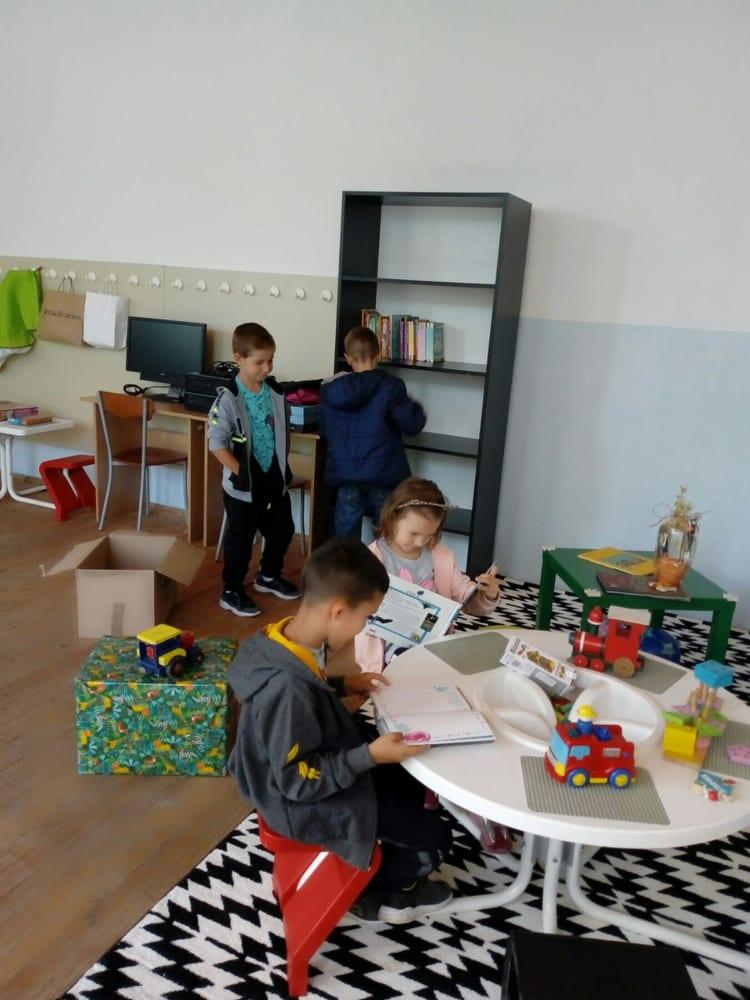 BOLJI USLOVI ZA UČENJE I IGRU: Mališani Kupresa dobili igralište, računare i knjige